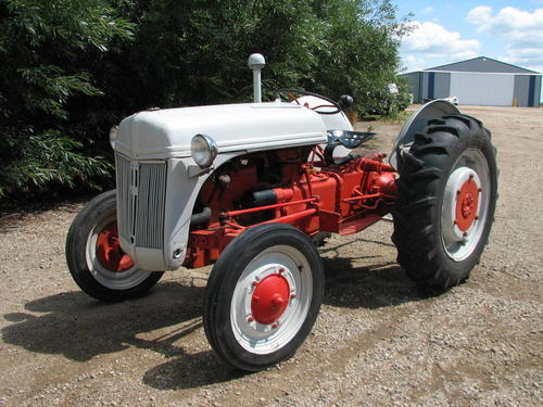 Old Ford tractors Old Ford Tractor Series Wiring Diagram on ford naa hydraulics diagram, 800 series ford tractor carburetor, 1953 ford 600 hydraulic pump diagram, ford alternator parts diagram, 800 series ford tractor parts, ford 3000 parts diagram,